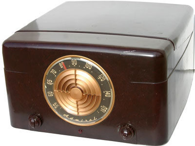 [Admiral Model 6S12 N AM Radio Record Player]